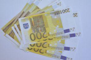 Деньги сувенирные «200 евро»