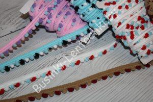 Тесьма с разноцветными помпонами