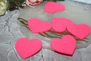 Фетровое (2,5см) сердце  ярко-розовое (2мм)