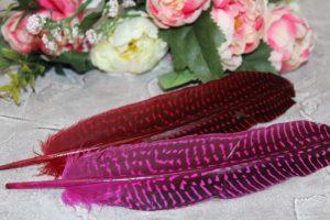 Перья (18см) декоративные в точечку