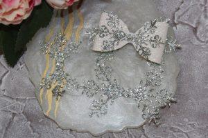 """Перемычка для бантика из кожзама """"снежинка"""" серебро"""